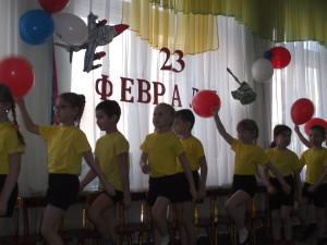 воспитатель подготовительной группы Кудряшова Елена Евгеньевна организовала для детей тематическое занятие, посвященное 23 февраляс элементами спортивных эстафет, используя мультимедиа